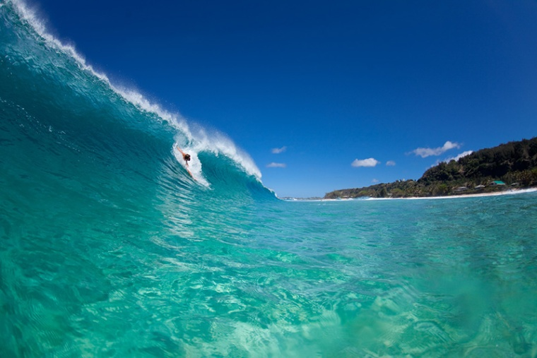 A water view of Daren Crawford on a perfect wave breaking at Pupukea.