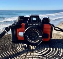 Nikonos- V (1984). Underwater film camera.